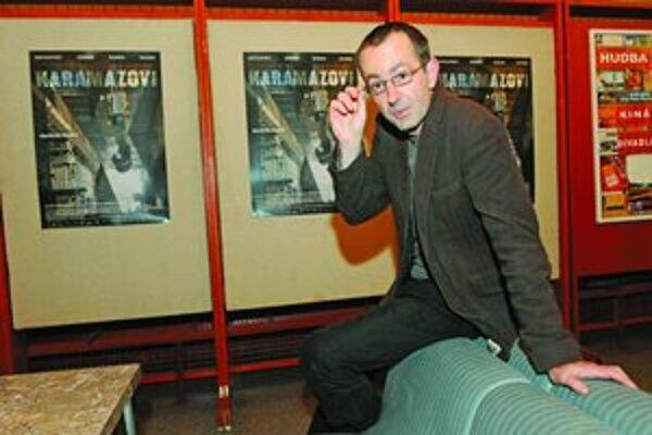 Petr Zelenka (1967) vyštudoval scenáristiku a dramaturgiu na pražskej FAMU. V rokoch 1990 - 1991 pôsobil ako dramaturg vo Filmovom štúdiu Barrandov, neskôr písal hry pre Českú televíziu. V roku 1993 debutoval ako režisér televíznym filmom Visací zámek. Je