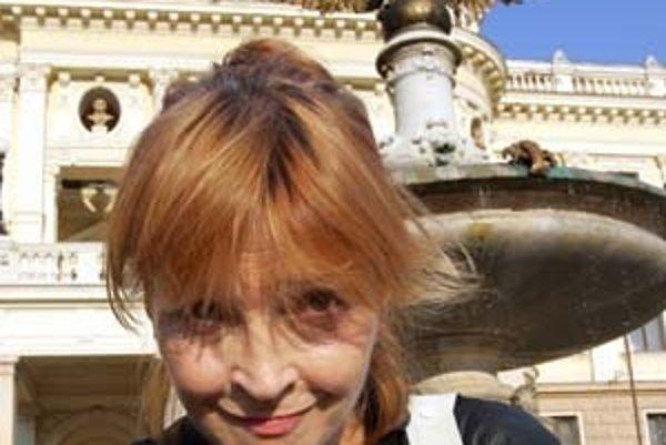 Zuzana Cigánová sa narodila 23. júna 1947 v Bratislave. Už ako dieťa si zahrala vo filme Malá manekýnka. Nasledovali Romance pro křídlovku (1966) od Otakra Vávru, kde si zahrala s Jaromírom Hanzlíkom, Slávnosť v botanickej záhrade (1969) od Ela Havettu a