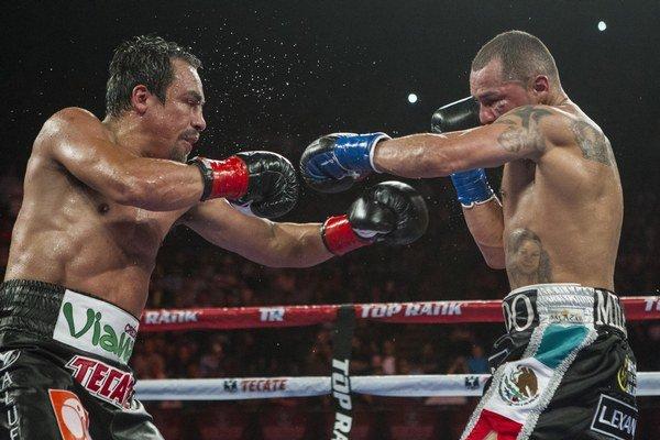 Mike Alvarado (vpravo) a Juan Manuel Márquez.