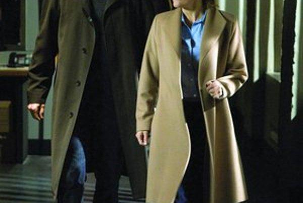 Mulder a Scullyová sa ešte stále pohybujú v temnotách.