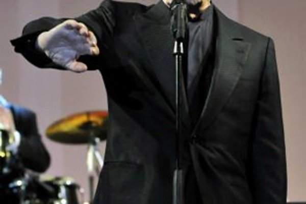 Charles Aznavour počas vystúpenia v uruguajskom Punta del Este 1. mája 2008.