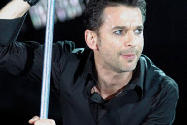 Líder skupiny Depeche Mode Dave Gahan počas koncertu 11. júna 2006 na bratislavských Pasienkoch.