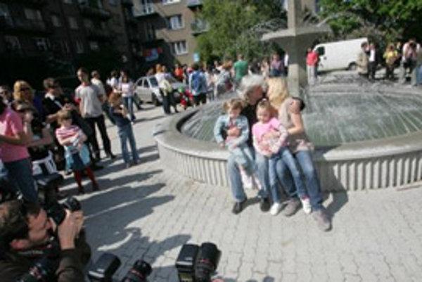 Otvorenie fontány z filmu Fontána pre Zuzanu na Kupeckého ulici.