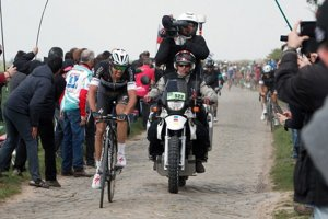 Terpstra mal na jar skvelú formu. Potvrdil ju triumfom v Roubaix.