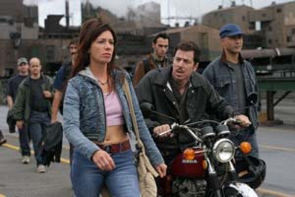 Z filmu Odpusť mi. Annie vyjde z väzenia, zamestná sa vo fabrike, hľadá nových mužov a stratený vzťah s dcérou.