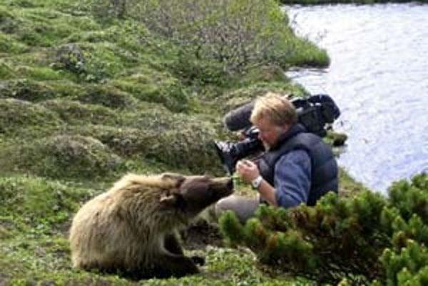 Z filmu Ten, ktorý žil s medveďom grizly.