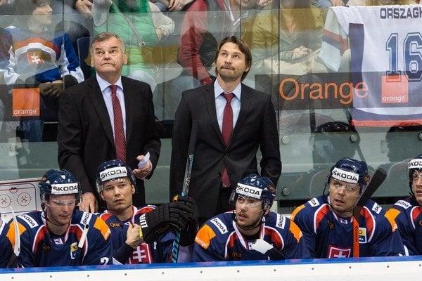 Vladimír Országh (v strede) sa presúva na lavičku Slovana Bratislava.