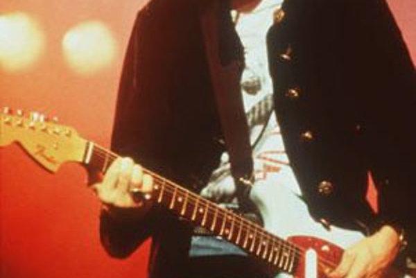 Na nedatovanej snímke spevák a gitarista skupiny Nirvana Kurt Cobain, ktorý 8.apríla 1994 spáchal vo svojom dome v Seattli samovraždu.