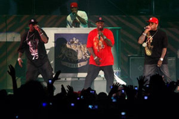 Hip-hopová ikona 50 Cent (v červenom) sa predstavila už aj na Slovensku (NTC. Bratislava, 20. november 2007).