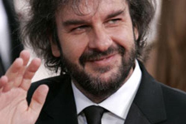 Režisér Peter Jackson v roku 2005 tiež zažaloval filmové štúdiá New Line a tvrdil, že mu dlhujú peniaze. Právny spor je už urovnaný, ale aj on bol jedným z dôvodov, prečo sa Jacskon nebude podieľať na filme Hobbit ako režiśer, no len ako výkonný producent