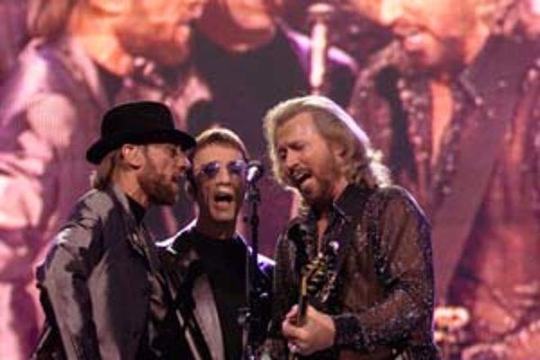 Bee Gees ešte v plnej zostave. Zľava doprava: Maurice, Robin a Barry.