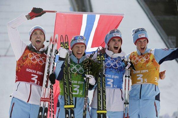 Ilustračná snímka. Hövard Klemetsen a Jörgen Graabak sú v strede.
