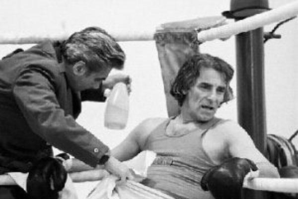 Hlavného hrdinu Valhara si zahral bývalý boxer a kaskadér Jaroslav Tomsa.