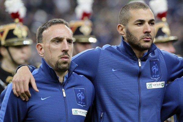 Franck Ribery (vľavo) a jeho spoluhráč z národného tímu Karim Benzema.