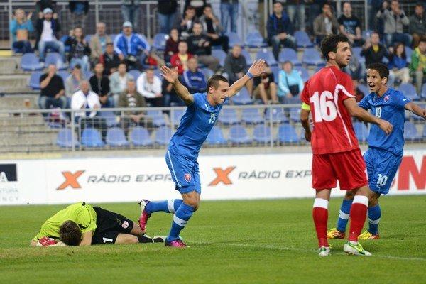Druhý zľava Adam Zreľák sa takto tešil po strelení gólu v kvalifikačnom zápase na ME Slovensko 21 -  Gruzínsko 21 v Senci 9. septembra 2013.