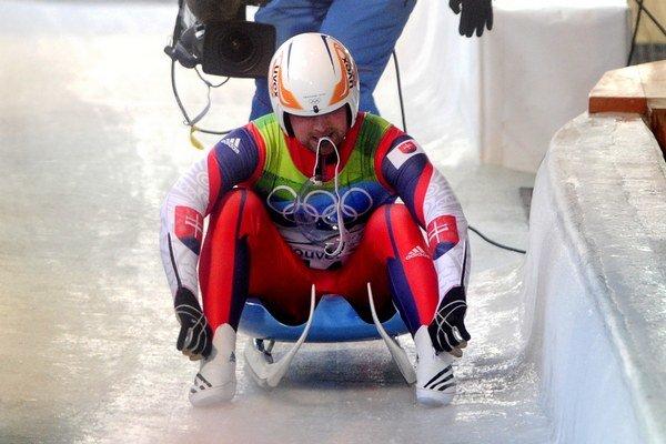 Slovenský sánkar Jozef Ninis  v cieli  svojej jazdy na XXI. zimných Olympijských hrách Vancouver 2010 14. februára 2010.