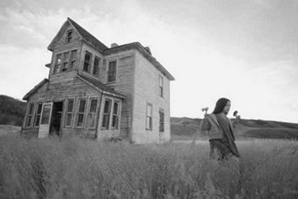 Jodelle Ferlandová ako Jeliza–Rose v Gilliamovom filme Krajina prílivu. FOTO – CONTINENTAL FILM