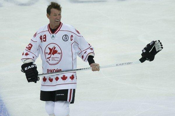 Wayne Gretzky príde napokon predsalen k balíku peňazí.