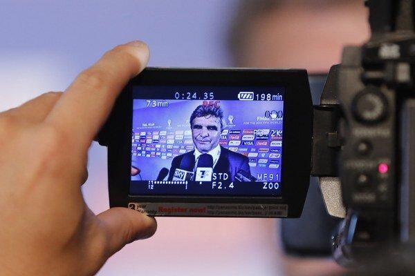 Portugalský tréner Iránu Carlos Queiroz počas žrebu MS. Ilustračná snímka.