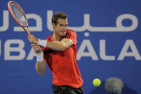Andy Murray sa po operácii vrátil na kurty.