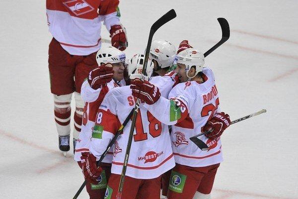 Hokejisti Spartaka Moskva hrali posledné týždne bez výplaty.