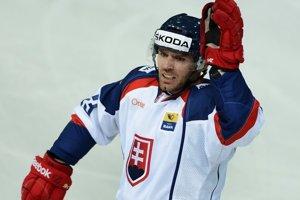René Vydarený nastúpil 8. novembra 2013 proti USA na svoj 100. zápas v národnom tíme Slovenska.