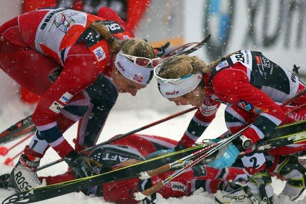 Zľava Nórky: Astrid Uhrenholdt Jacobsen, Therese Johaug a Heidi Weng.