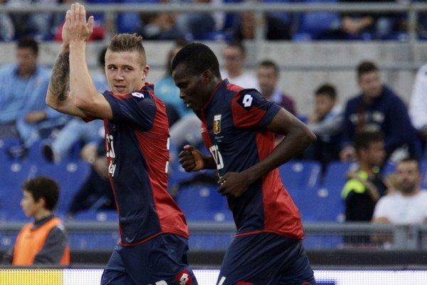 Juraj Kucka (vľavo) sa teší z gólu.