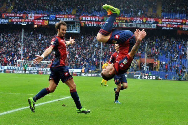 Juraj Kucka svoj gól oslavoval takýmto saltom.