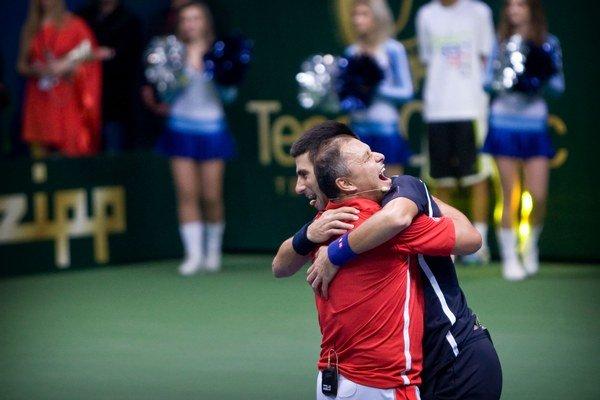 Srbský tenista Novak Djokovic a jeho tréner Marián Vajda.
