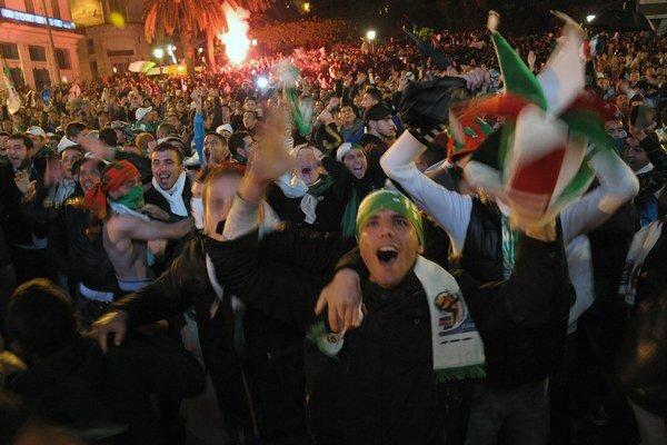 Alžírsko privítalo postup do Brazílie búrlivými oslavami.