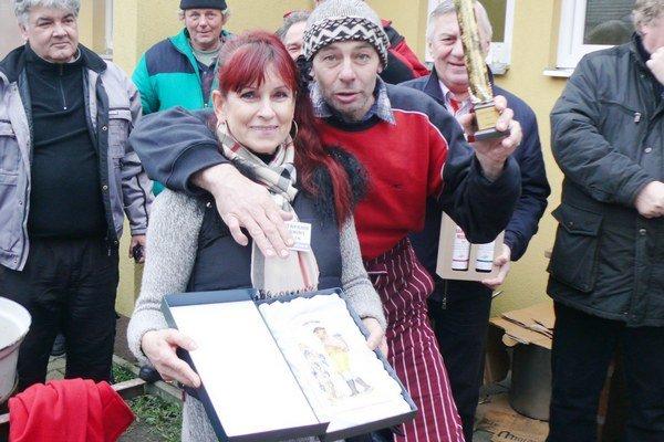 Najlepšie oškvarky pripravila vymyslená firma Nefachčenko.