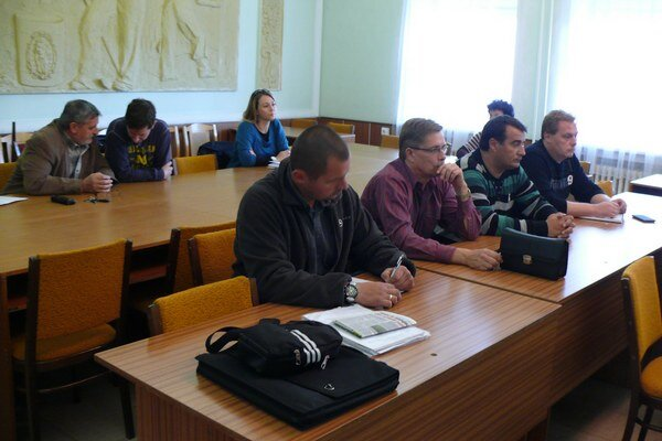 Na verejné stretnutie prišli najmä funkcionári, tréneri, hráči futbalového klubu a ich rodičia.