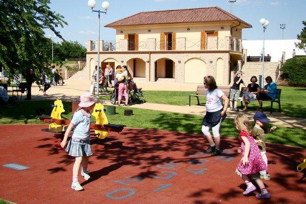 Bufet v parku hrania a oddychu. Funguje najmä pred premietaním filmových predstavení v amfiteátri.
