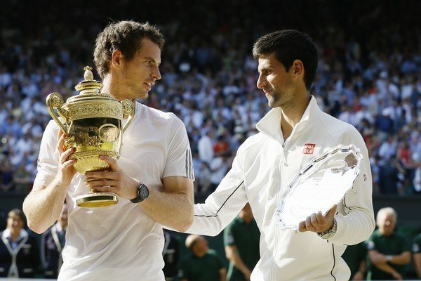 Novak Djokovič (vpravo) a víťaz Wimbledonu Andy Murray.