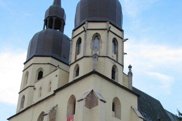 Do vymenovania nových bol posledným čestným kanonikom trnavskej kolegiálnej kapituly farár Emil Scheimer.