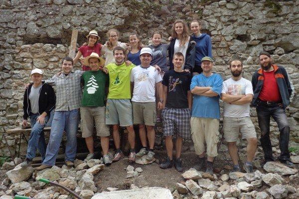Hrad Dobrá Voda zachraňujú dobrovoľníci z OZ Renova