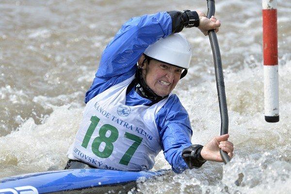 Elena Kaliská udivuje svojou športovou dlhovekosťou.