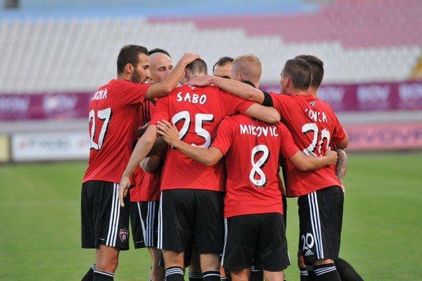 Radosť hráčov FC Spartak Trnava po strelenom góle.