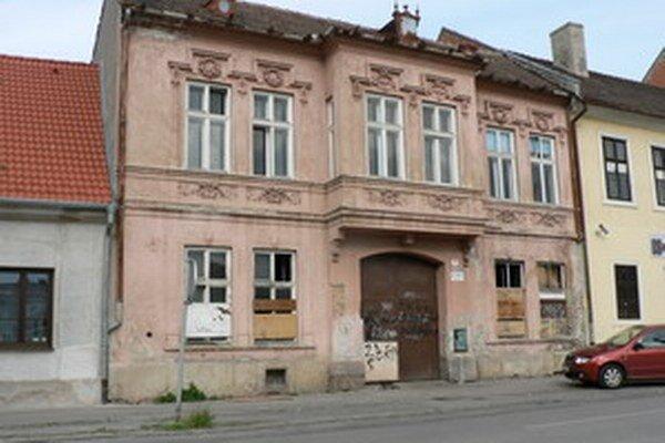 Dom na Halenárskej je v ponuke už päť rokov.