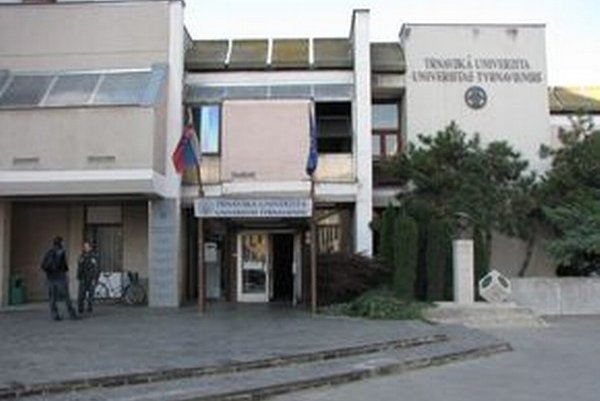 Trnavská univerzita sa zlučovaniu bráni.