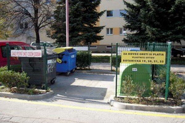 Podľa právnika zbavovanie sa komunálneho odpadu do cudzích smetných nádob nie je právne postihnuteľné.