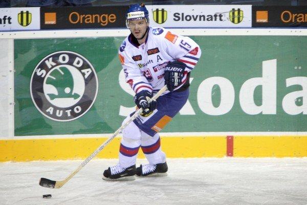 Keď má puk na hokejke Jozef Stümpel, neomylne obdarí prihrávku nápadom.