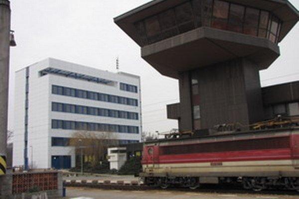 Obnova stanice so stojanmi nepočítala.