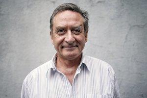 Pavel  MALOVIČ (1952) je primárom Kliniky telovýchovného lekárstva Univerzitnej nemocnice Bratislava. V roku 1988 dokončil postgraduál športovej medicíny vo Viedni, v roku 1994 to isté na Orlando University. Od roku 2002 je dopingovým komisárom európskej