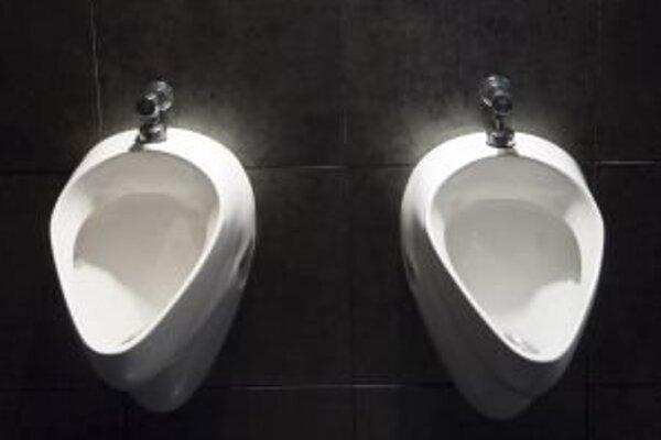 Na verejných toaletách budú Piešťany šetriť.
