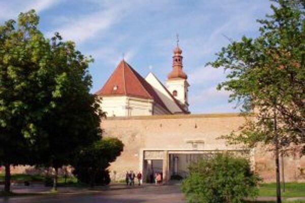 Väčšinu zachovalých hradieb stihla trnavská radnica obnoviť pred príchodom krízy, na zostávajúcich 250 metrov peniaze nemá.