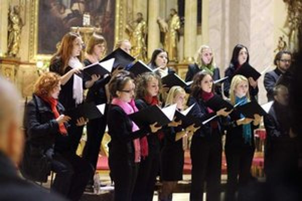 Spevácky zbor Tirnavia podporí svojim spevom denný stacionár.