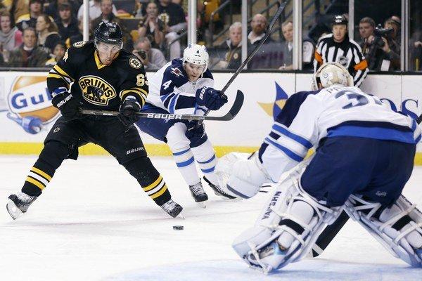 Útočník Bruins Brad Marchand v akcii.