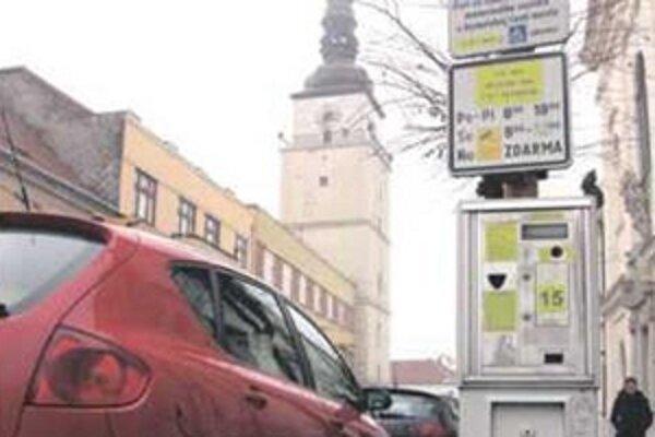 O zmenách v parkovaní budú poslanci rozhodovať na najbližšom zasadnutí.
